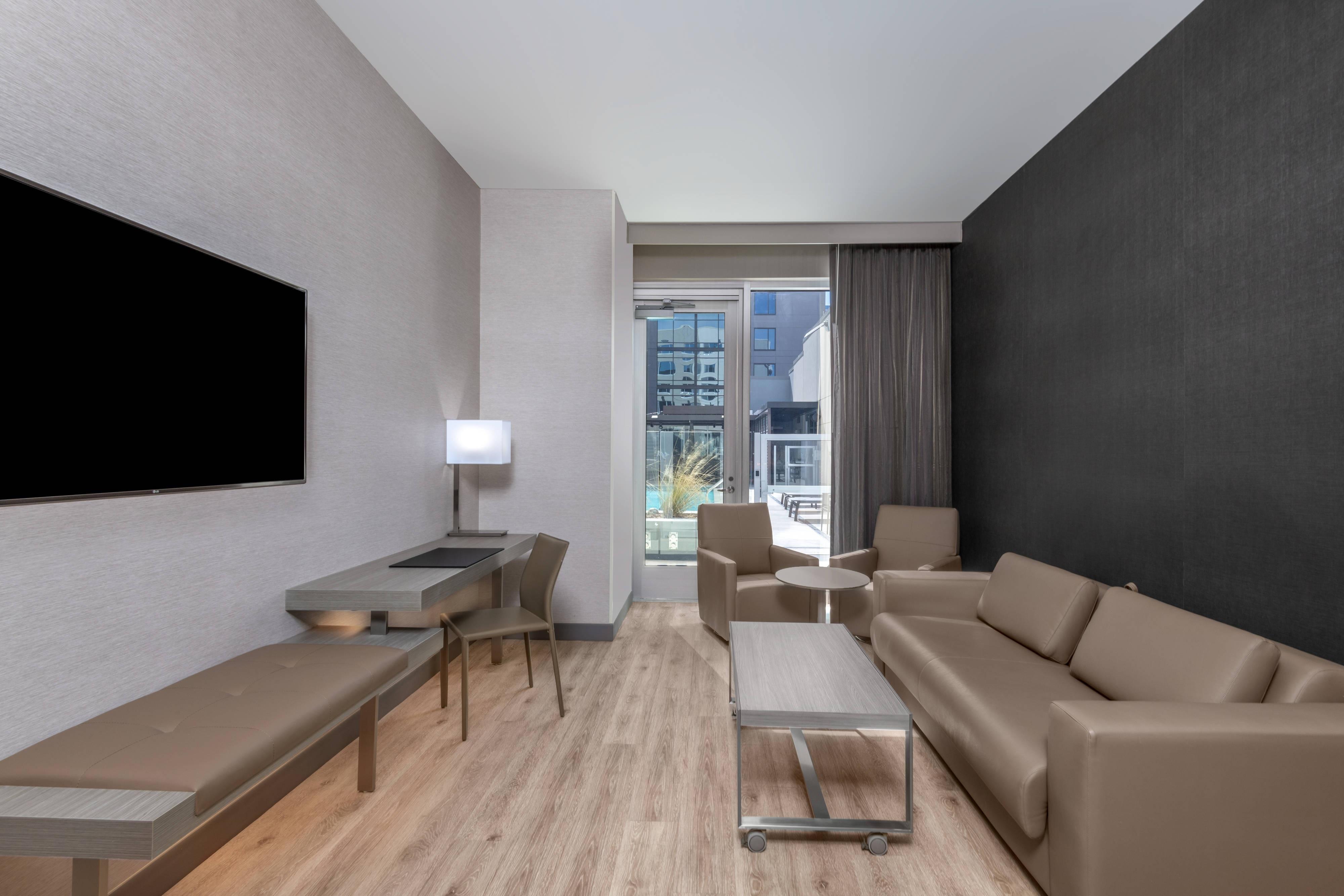 Patio Suite mit Kingsize-Bett– Wohnbereich