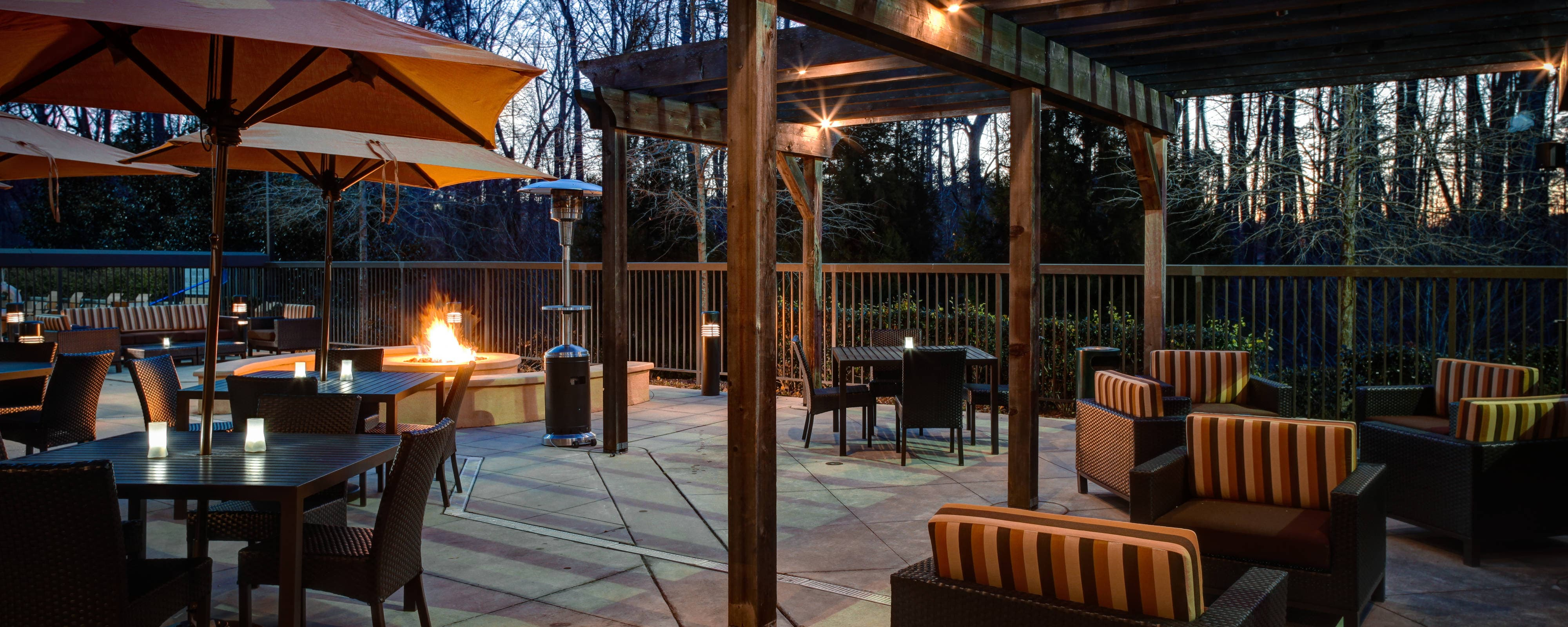 Courtyard Atlanta Airport West Veranda Fire Pit
