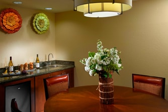 King and Double Suite - Dining Area