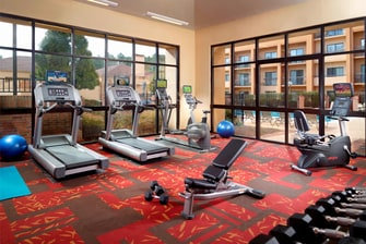 Gimnasio del Courtyard Atlanta Executive Park/Emory
