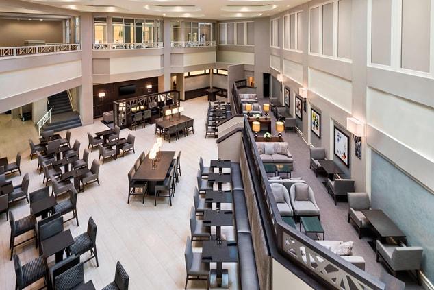 Full Restaurant and lobby