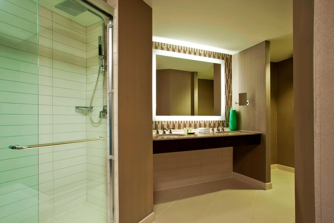 Imperial/Senator Suite - Bathroom