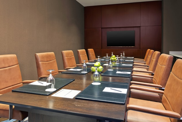 Queen Boardroom