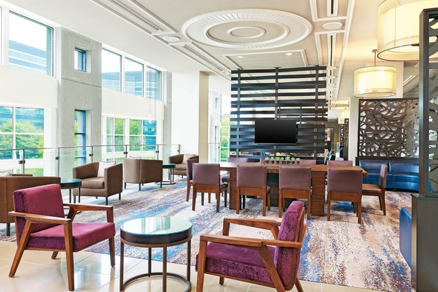 Lobby overlooKing lake