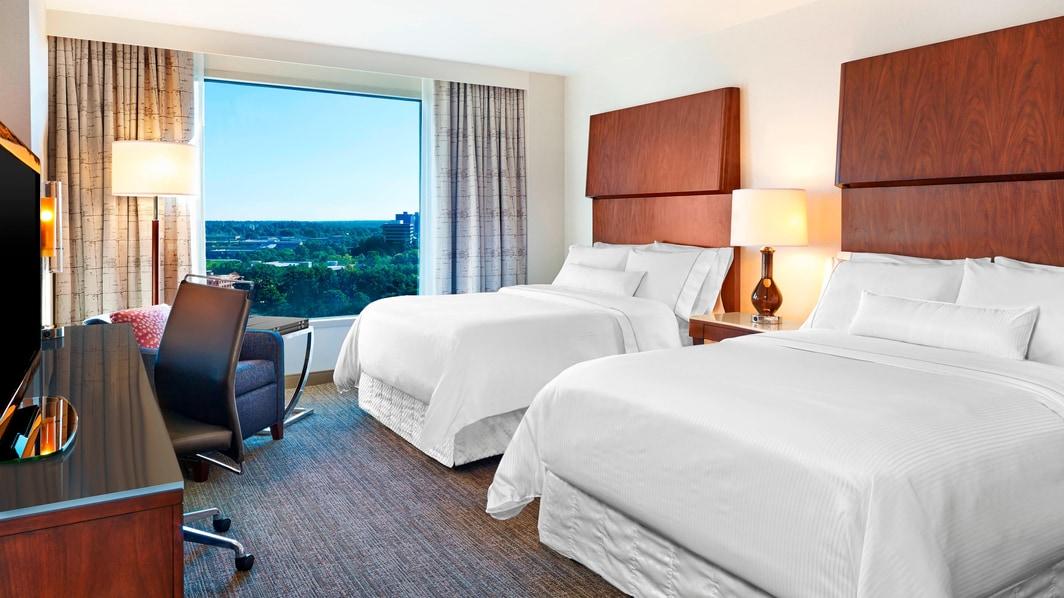 Chambre avec vue sur le lac et deux lits doubles