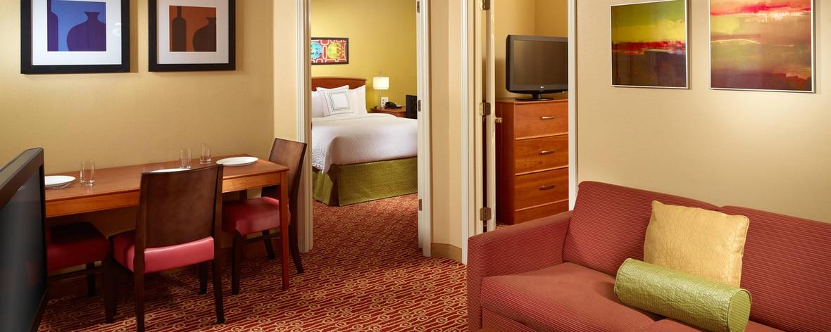 ジョージア州ノークロスのホテルのスイート