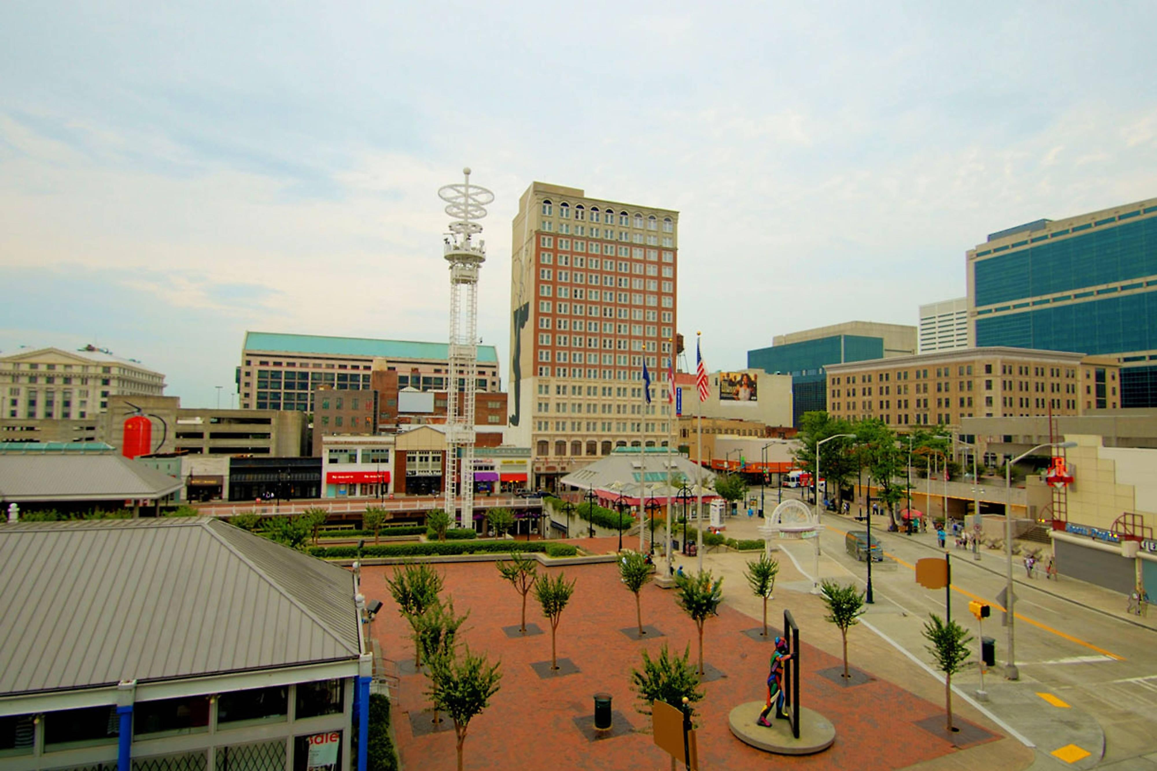 The Fairfield Inn & Suites Atlanta Downtown is conveniently located to several Atlanta area attractions and businesses.