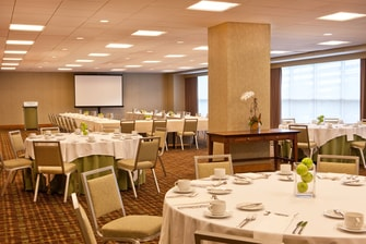 Woodruff Room set for U-Shape Meeting with social Banquet Tables