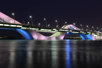 hotels near sheikh zayed bridge