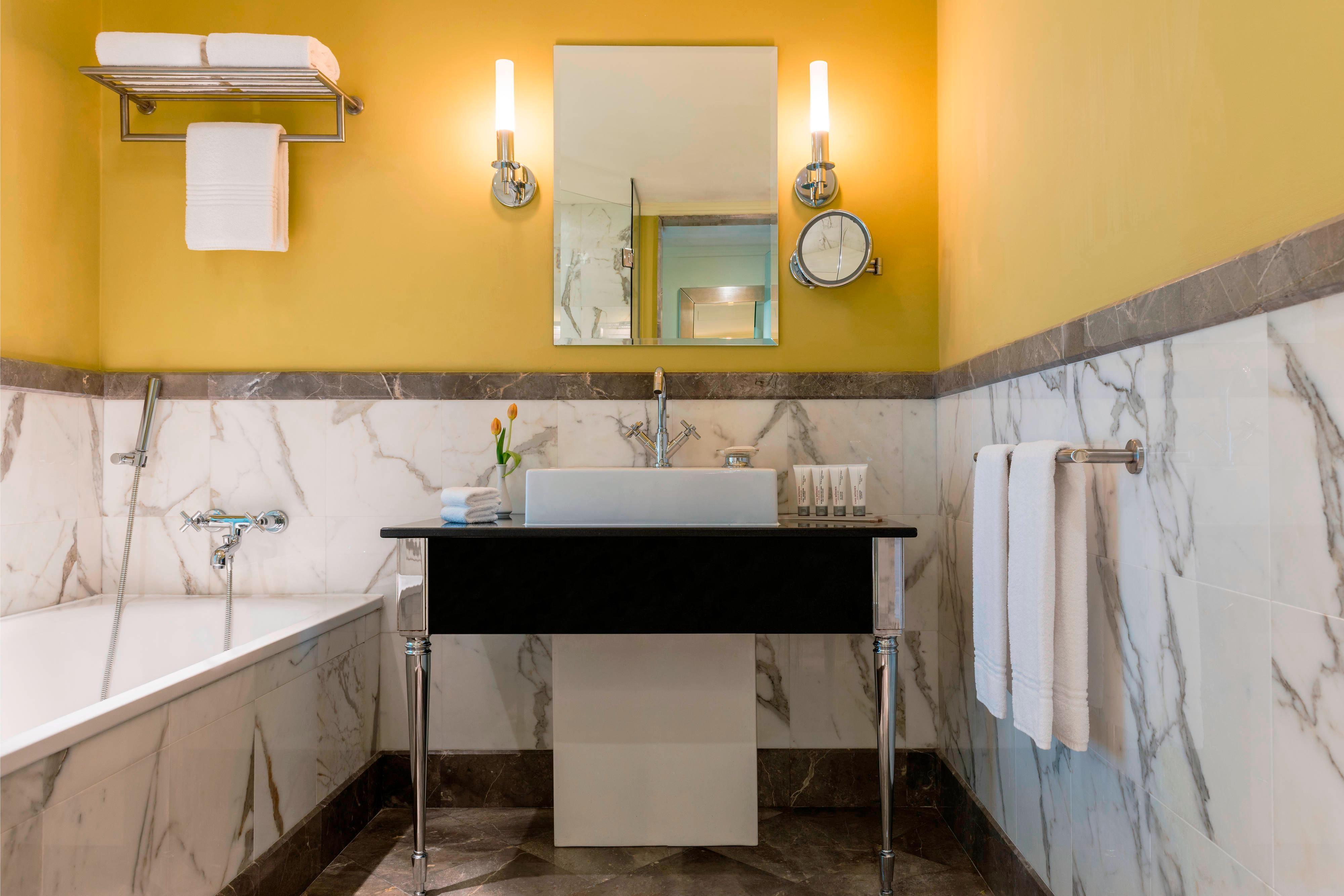 Royal Club Suite - Bathroom