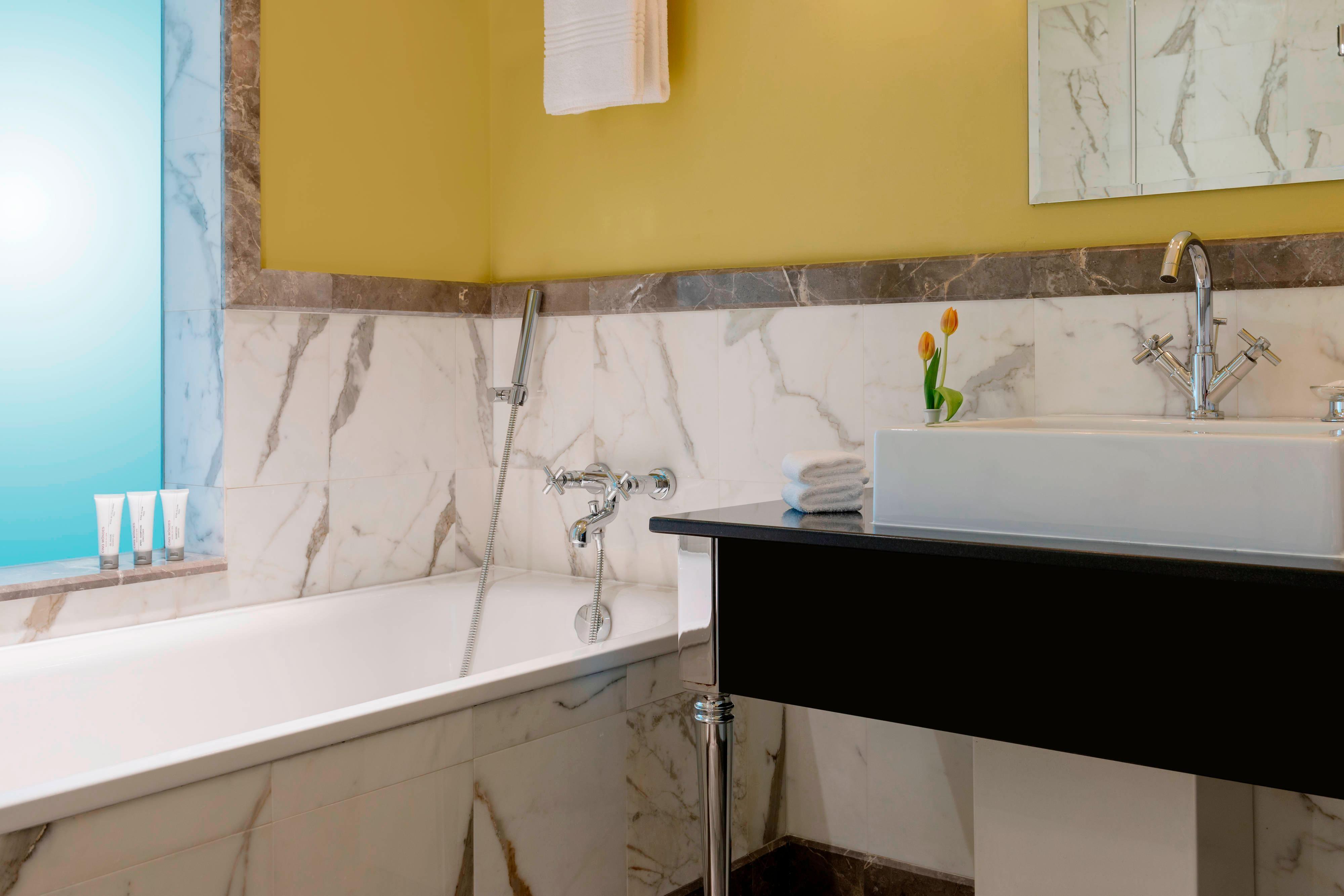 Royal Club Room - Bathroom