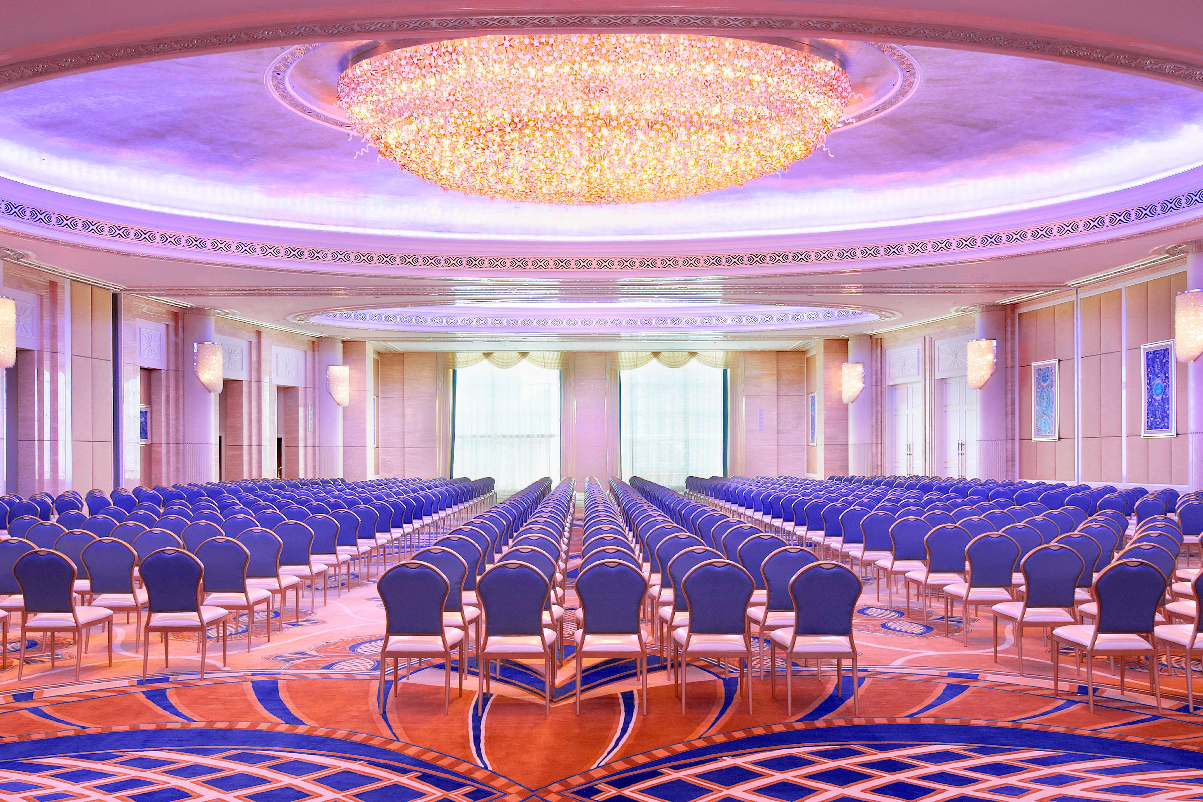 Банкетный зал Al Mudhaif– театральная рассадка