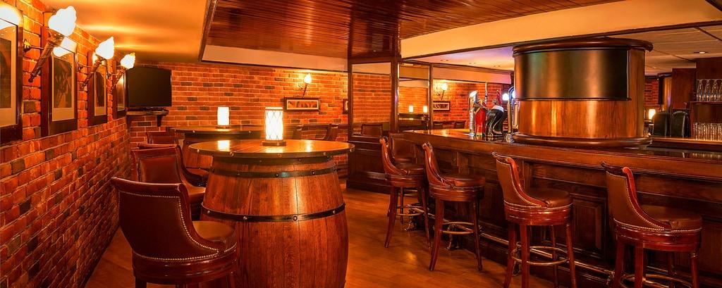 بار ذا تافيرن (The Tavern)