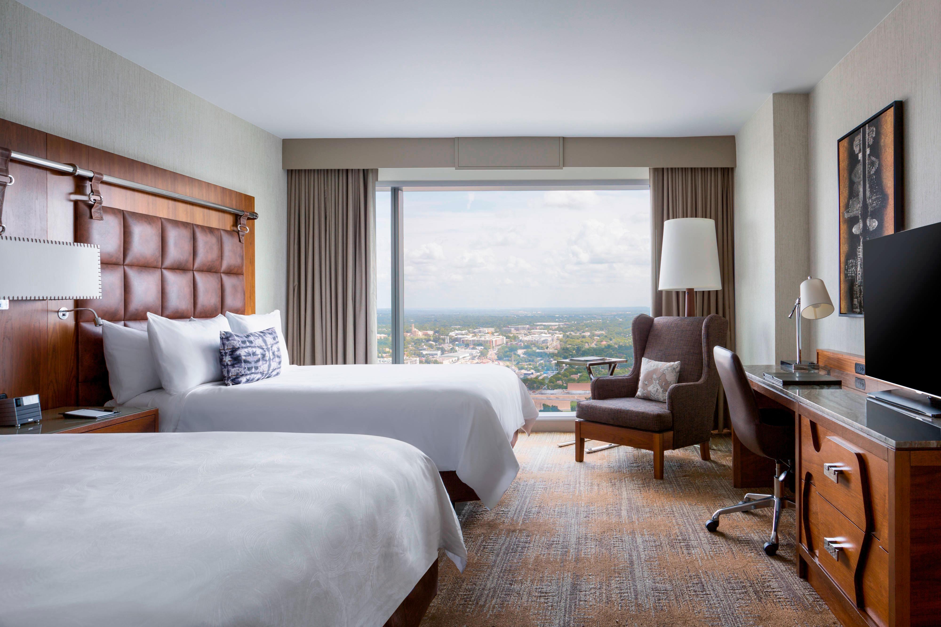 Queen/Queen Guest Room - Skyline View