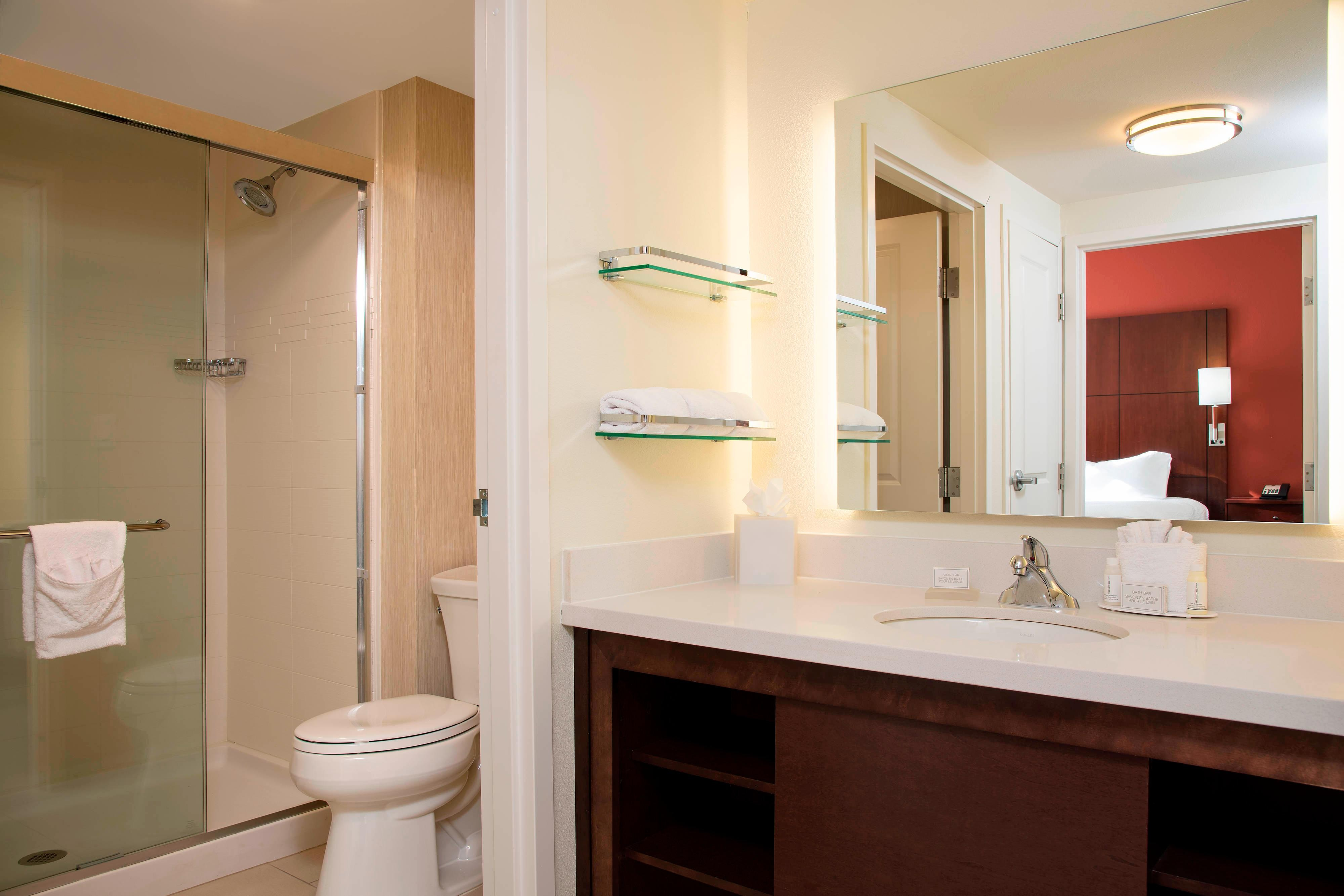 One-Bedroom Suite Bathroom - Residence Inn Austin-University Area