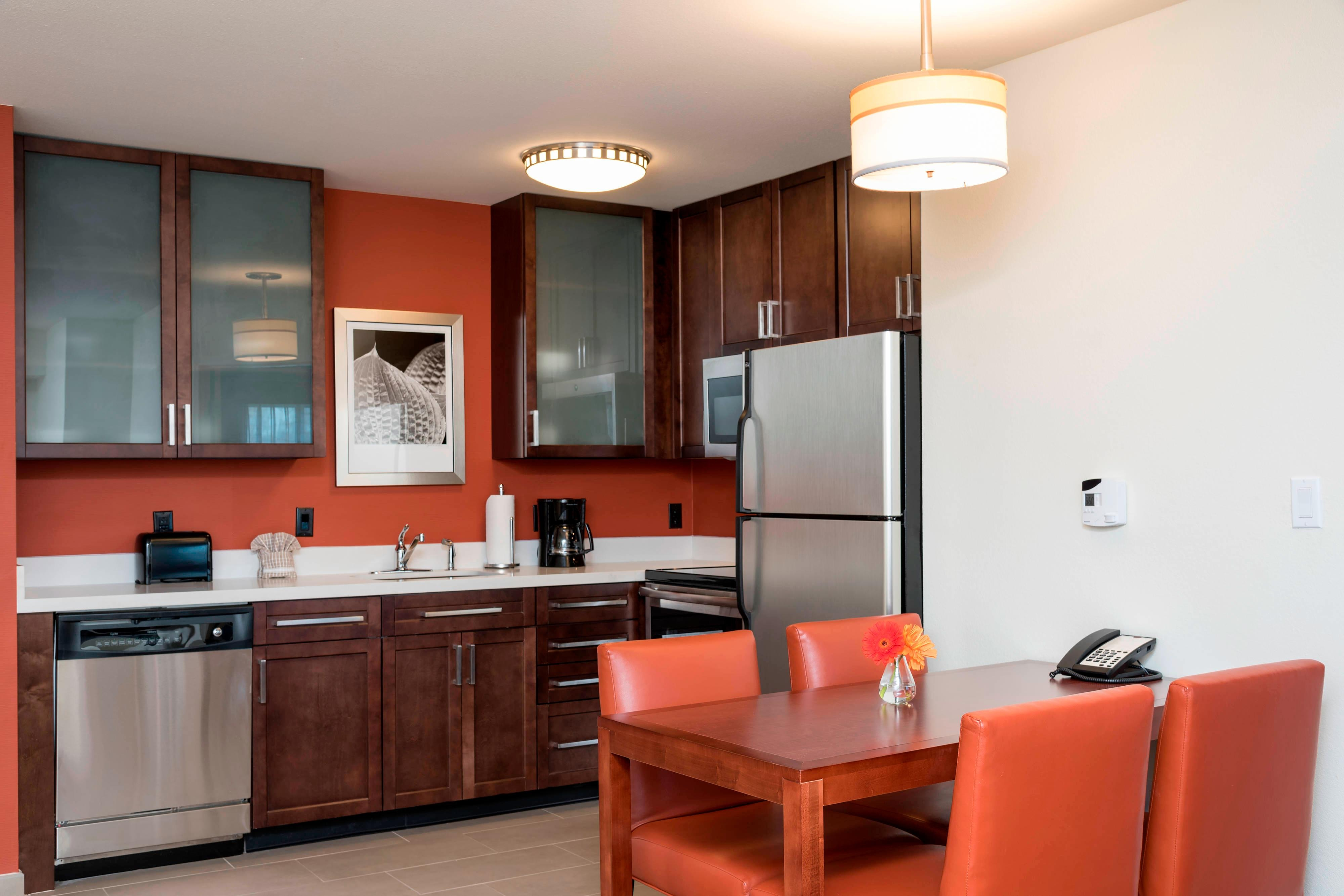 One-Bedroom Suite Kitchen - Residence Inn Austin-University Area
