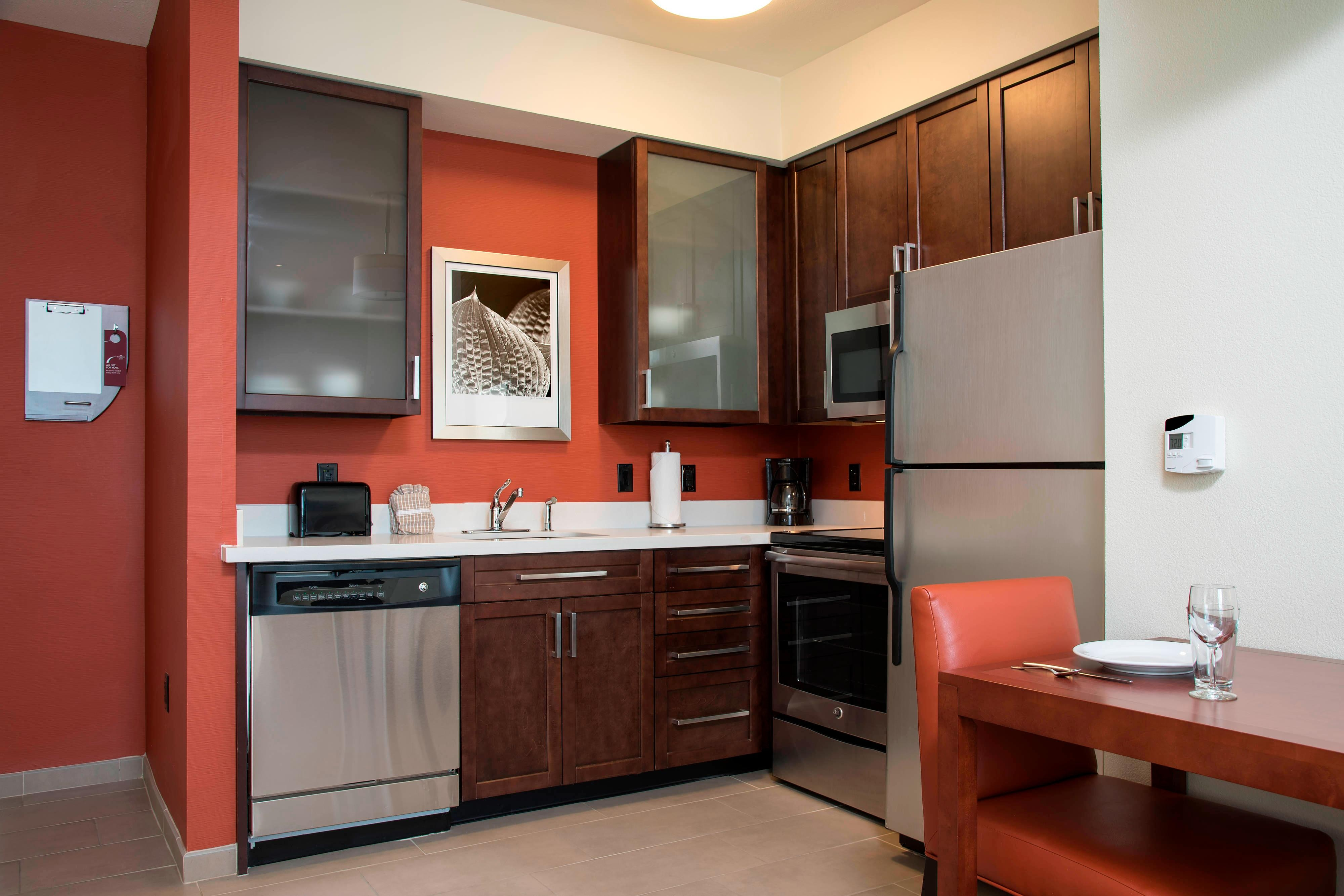 Two-Bedroom Suite - Kitchen - Residence Inn Austin-University Area