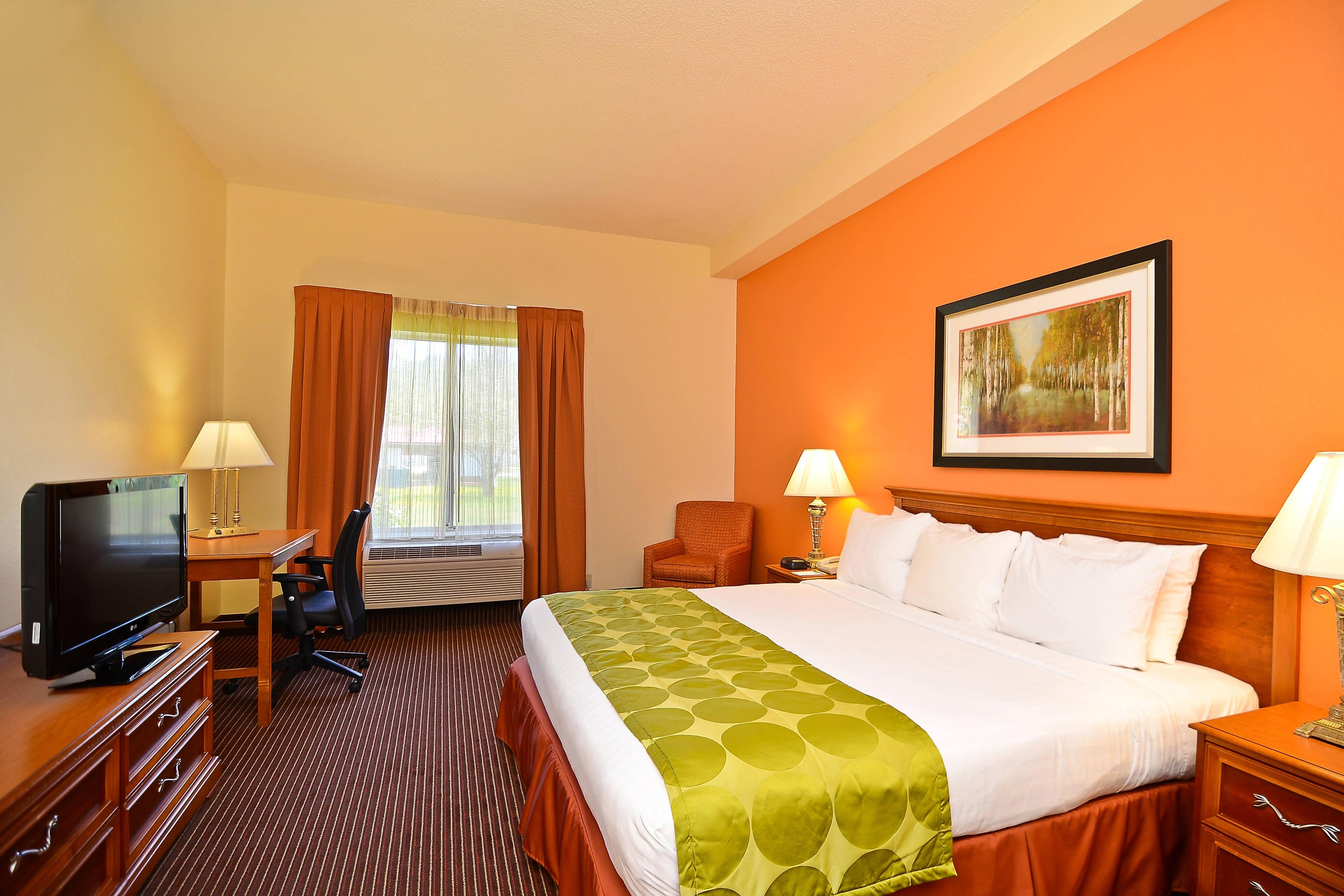 Gästezimmer mit Kingsize-Bett und Spa