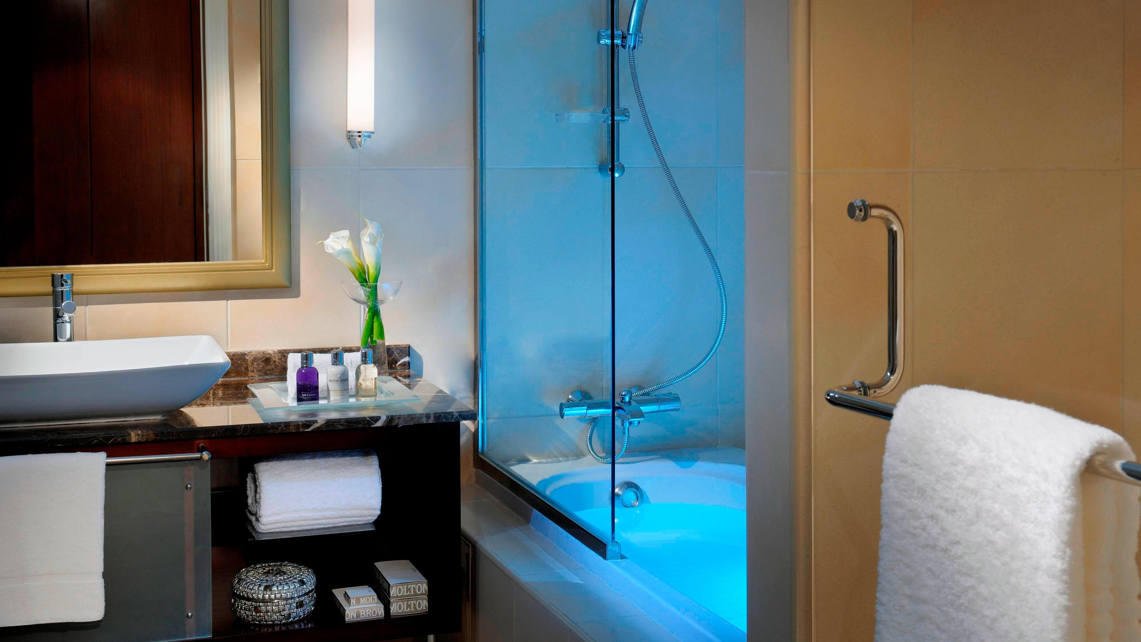 Hotel Residences Bahrain Bathroom