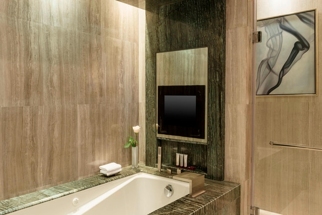 Suite - Bathroom with Bath Tub
