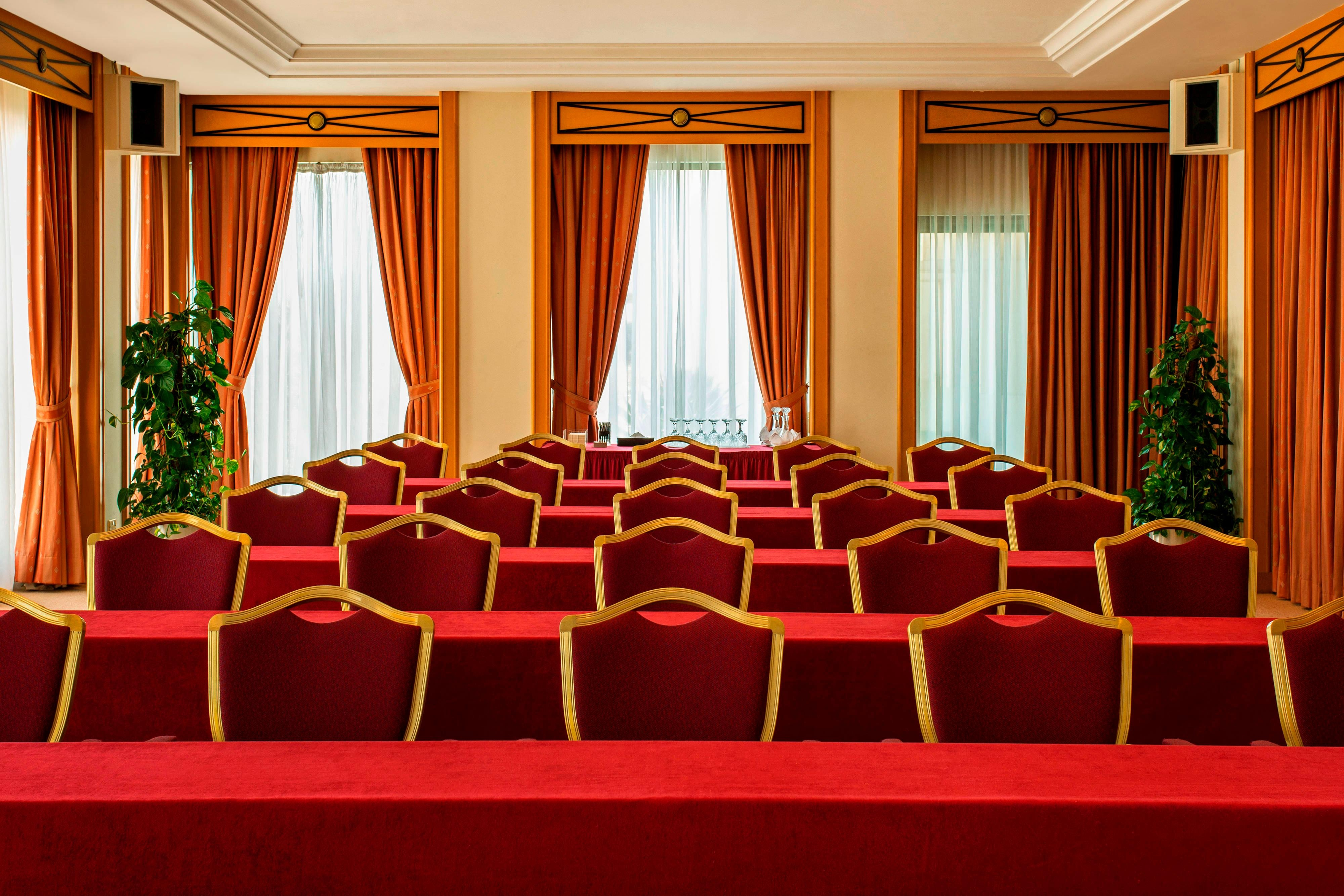 Les Palmes Meeting Room