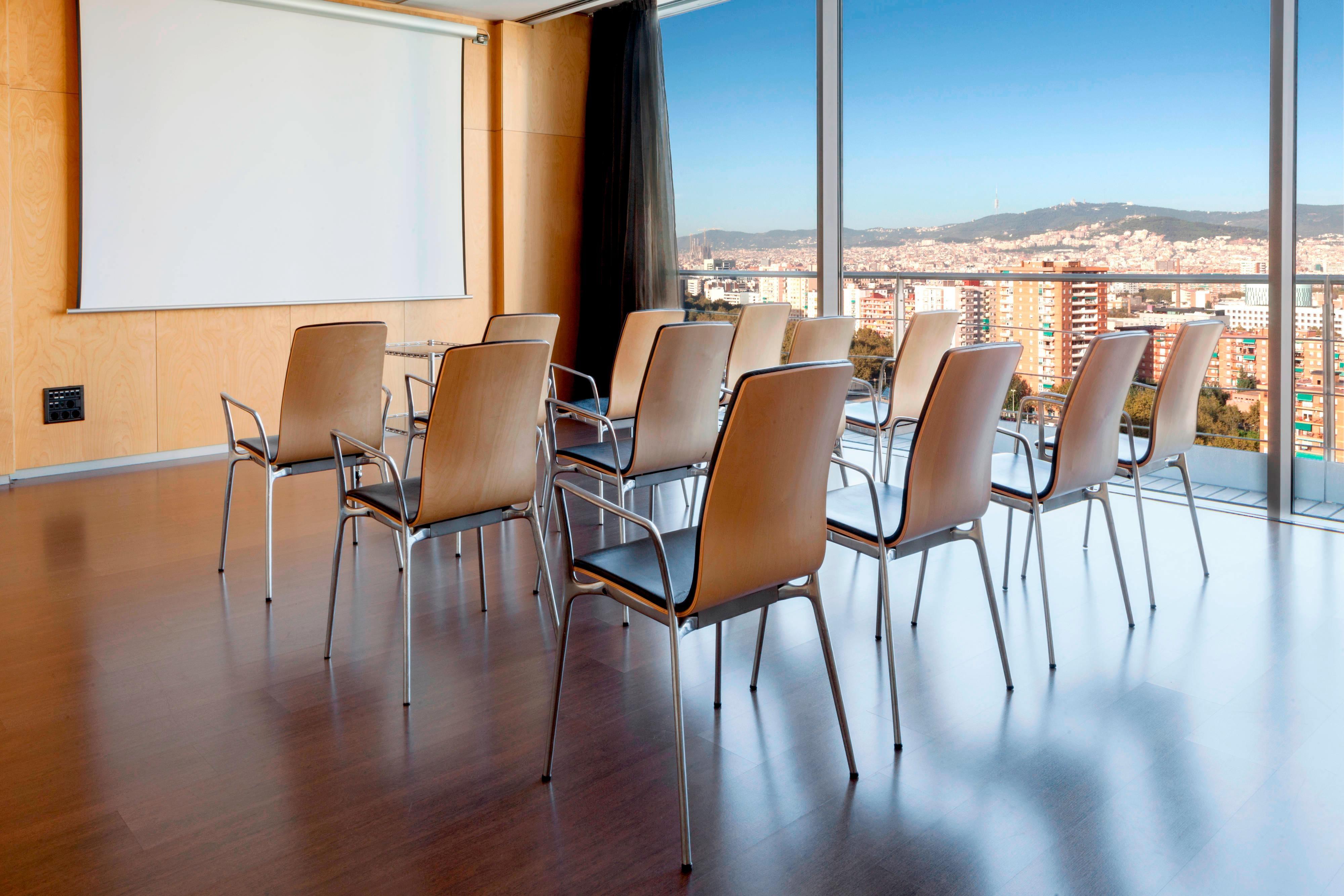 Городской современный отель в Барселоне