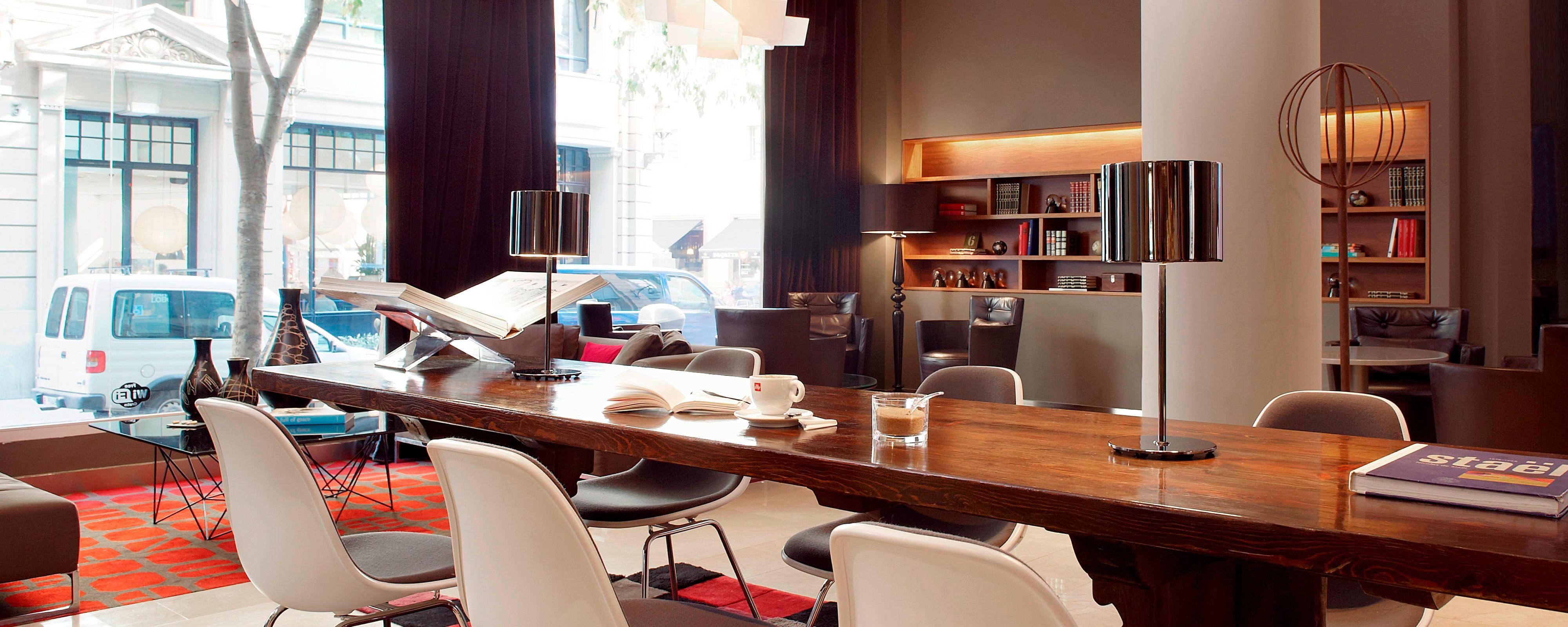 مكان الجلوس في لو ميريديان هاب - طاولة مشتركة