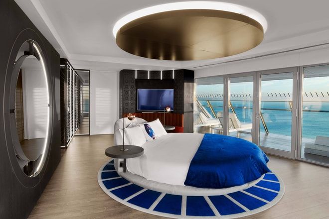 Extreme WOW Suite Rotating Bed