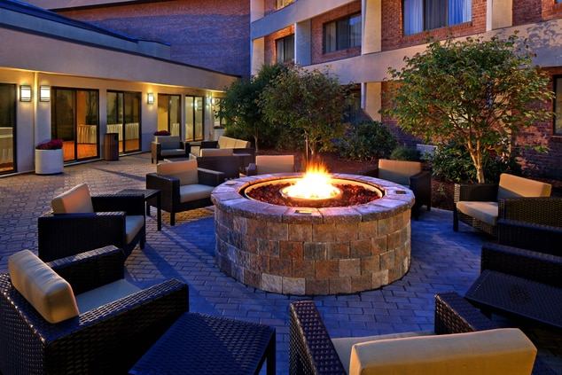 outdoor fire pit at CT hotel Hartford/Cromwell