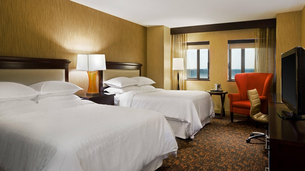 Guest Room - Queen/Queen Beds