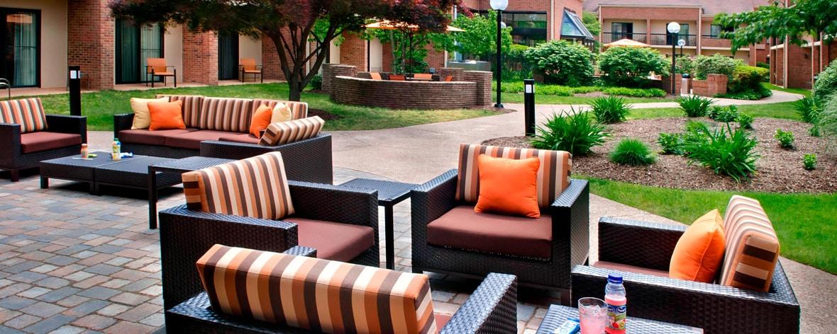 Bradley Airport Hotels Outdoor Terrace
