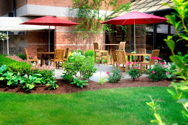 Trumbull Outdoor Dining