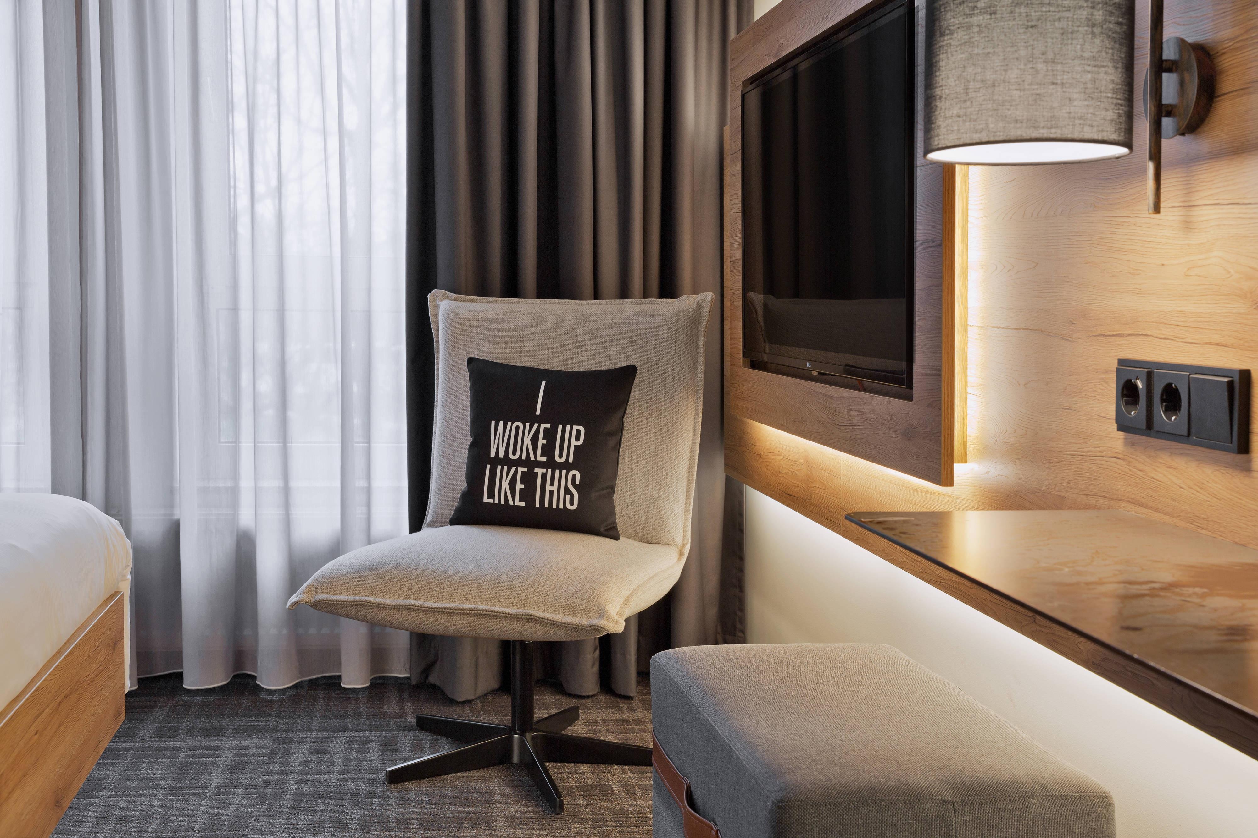 Крупный план номера в отеле Мокси