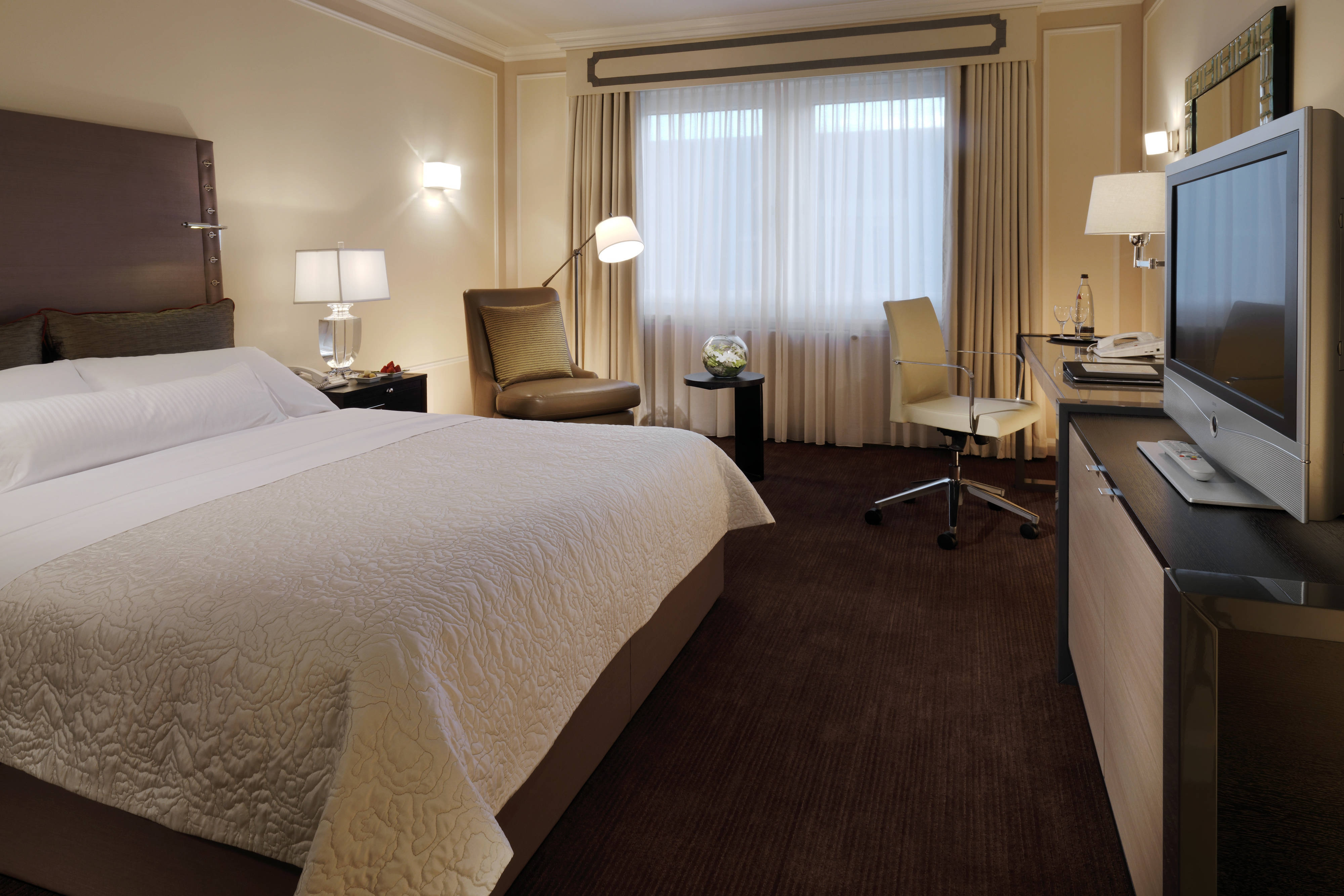Your accomodation in Berlin - Deluxe room on a higher floor at the Westin Grand