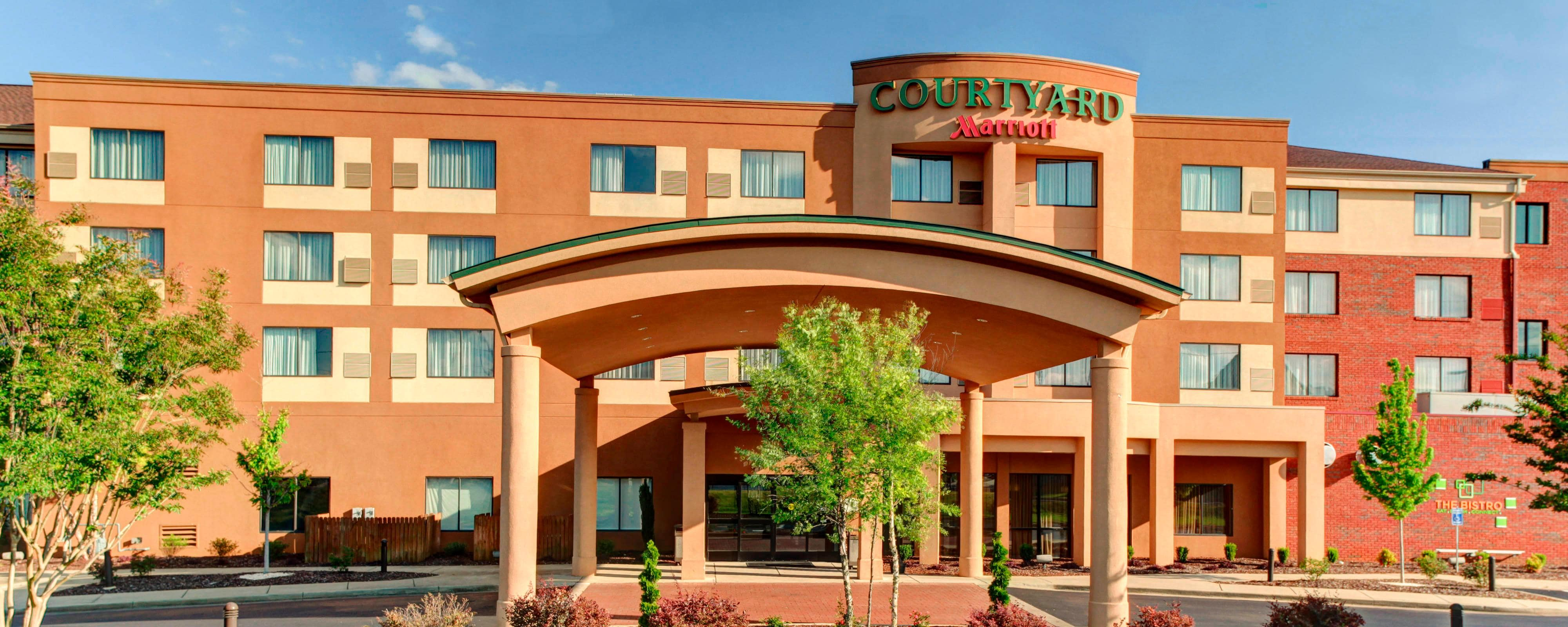 Courtyard Anniston Oxford by Marriott: Beautiful Hotel off of I20.