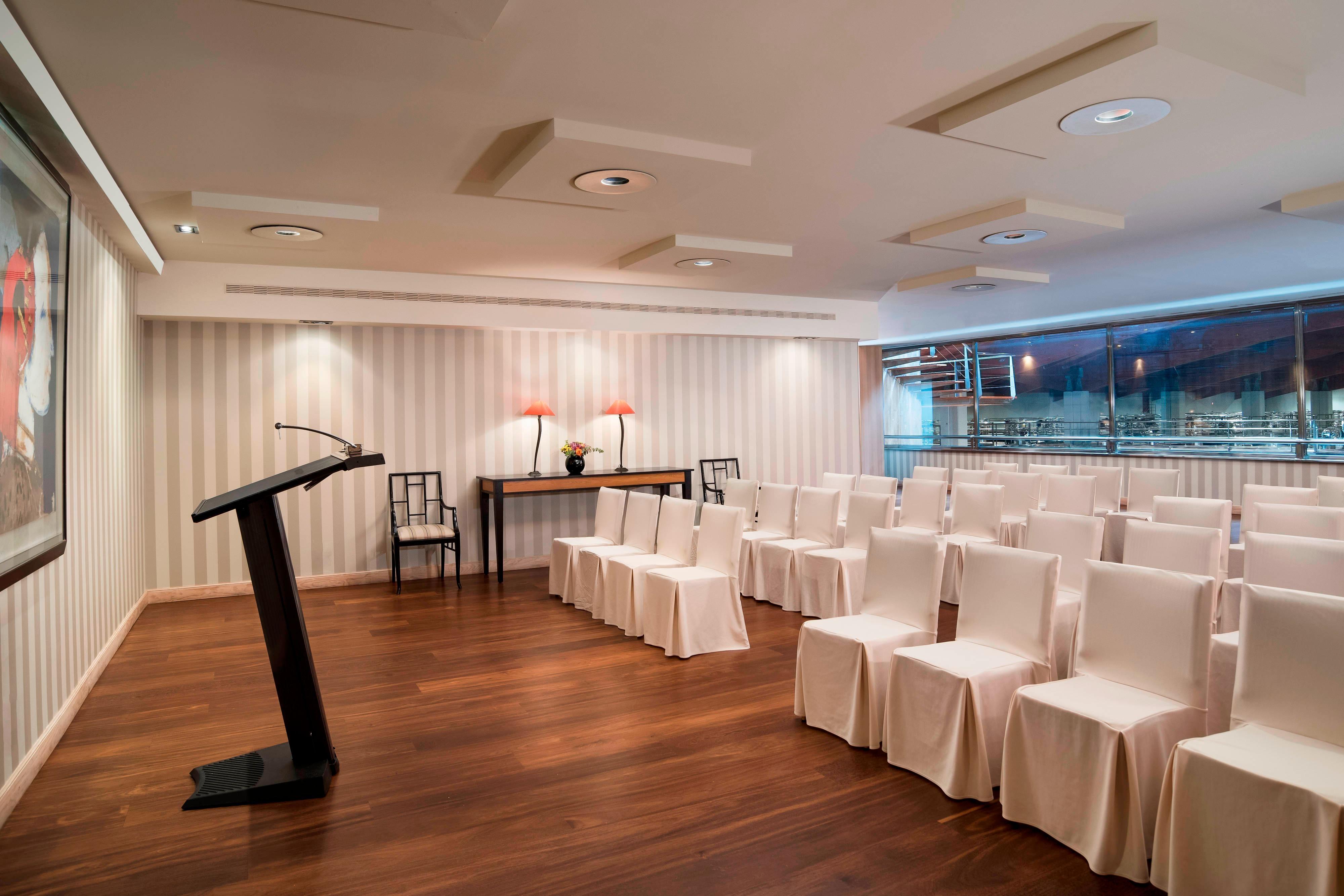 Salle de réunion Chirel: configuration avec tables en U
