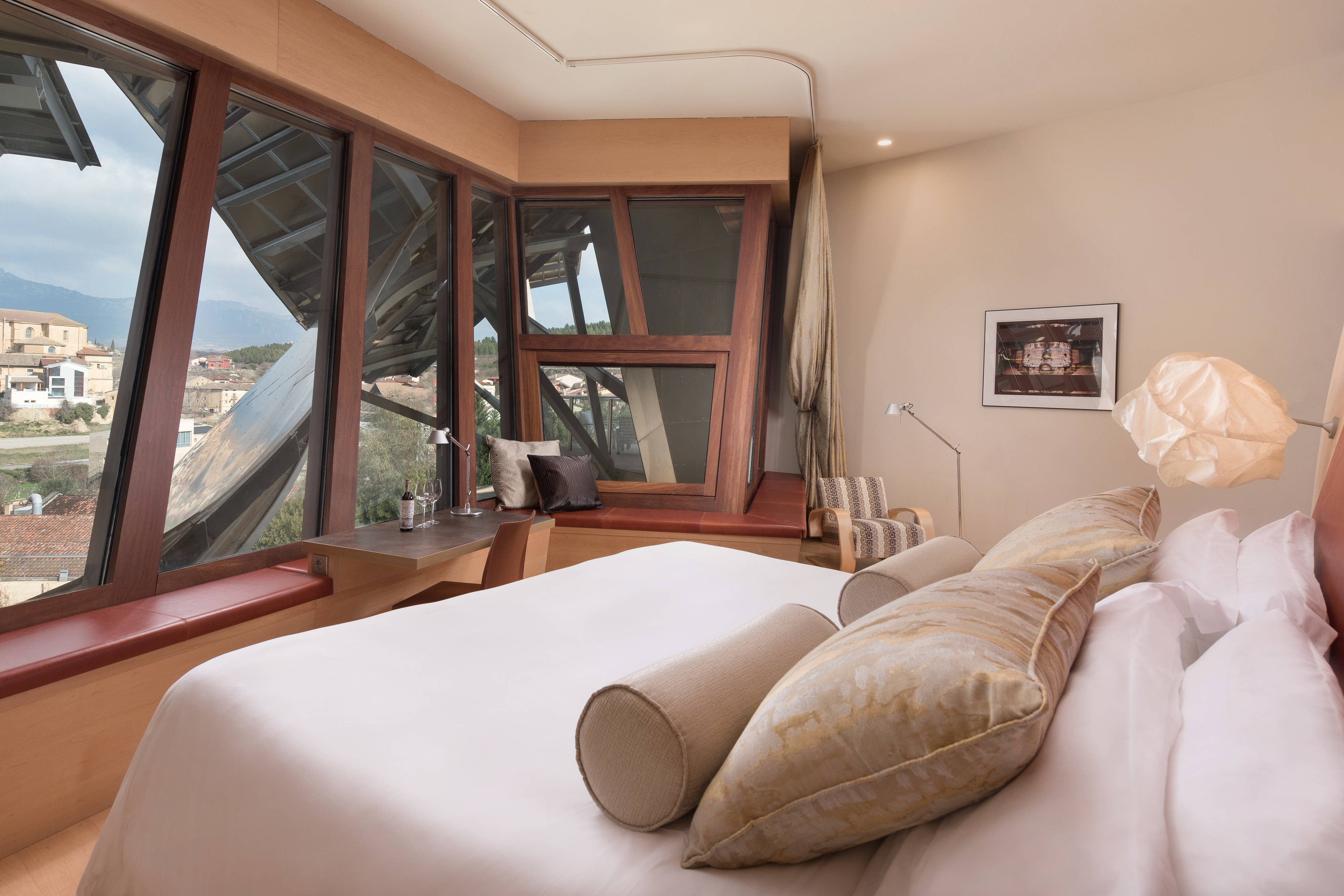 King Premium Guest Room Gehry Wing
