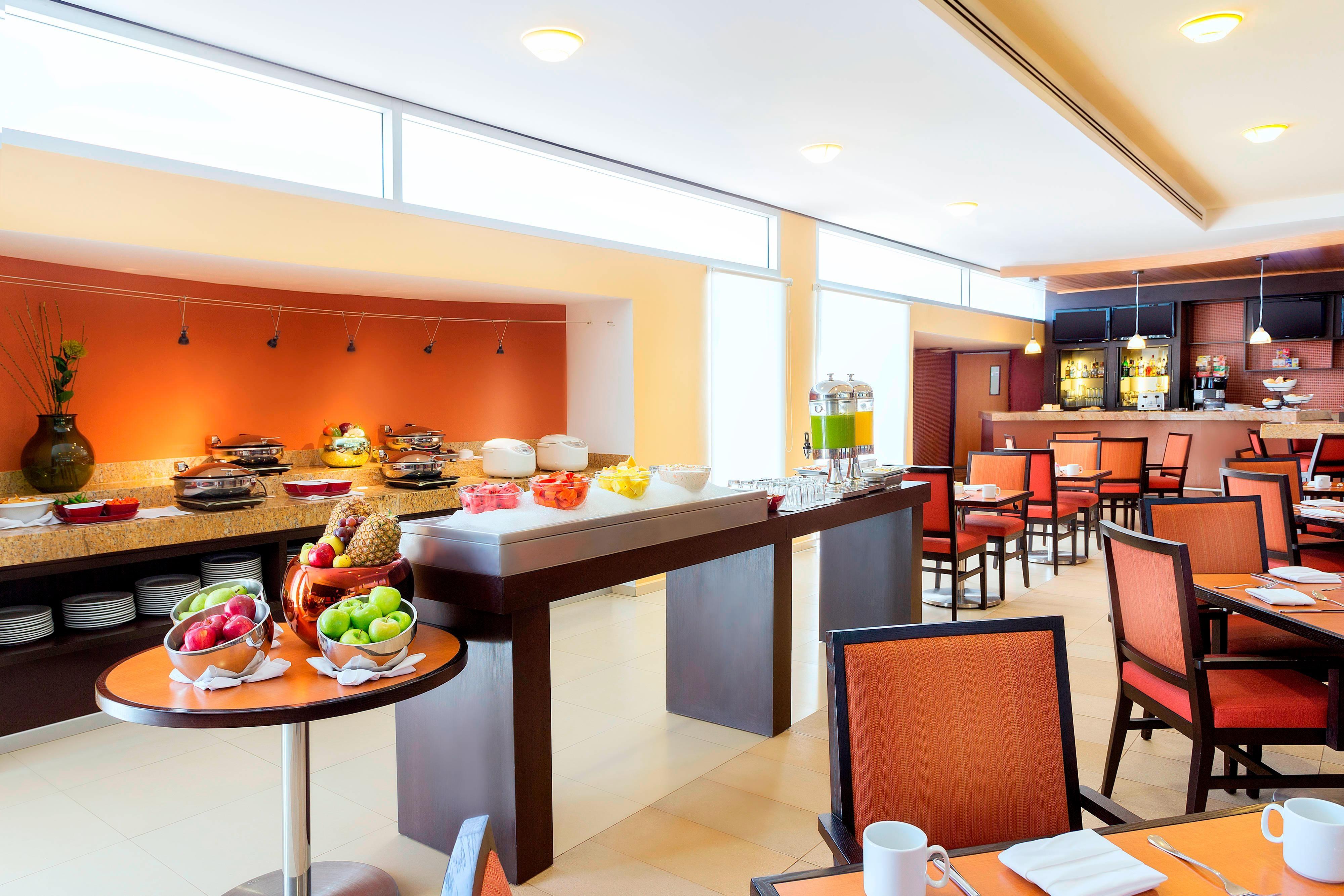 Área de desayunos del restaurante del hotel en León