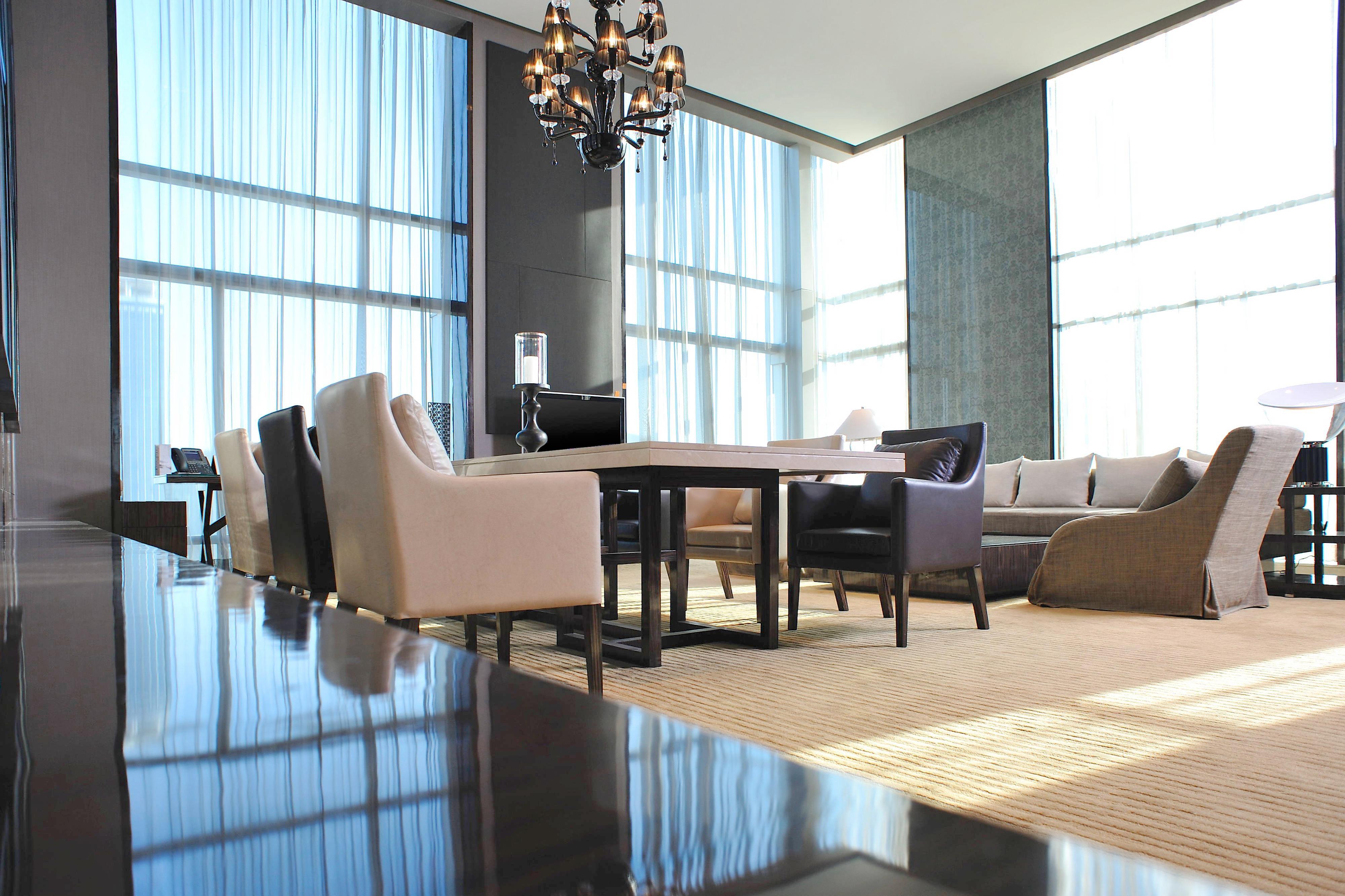 Grande Avantgarde Suite Living Room