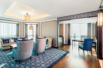 Royal Club Suite - Living Room