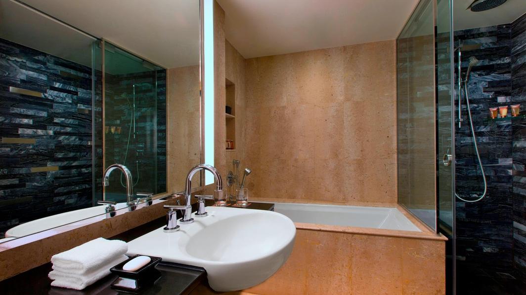 エグゼクティブ リバービュースイートの客室バスルーム