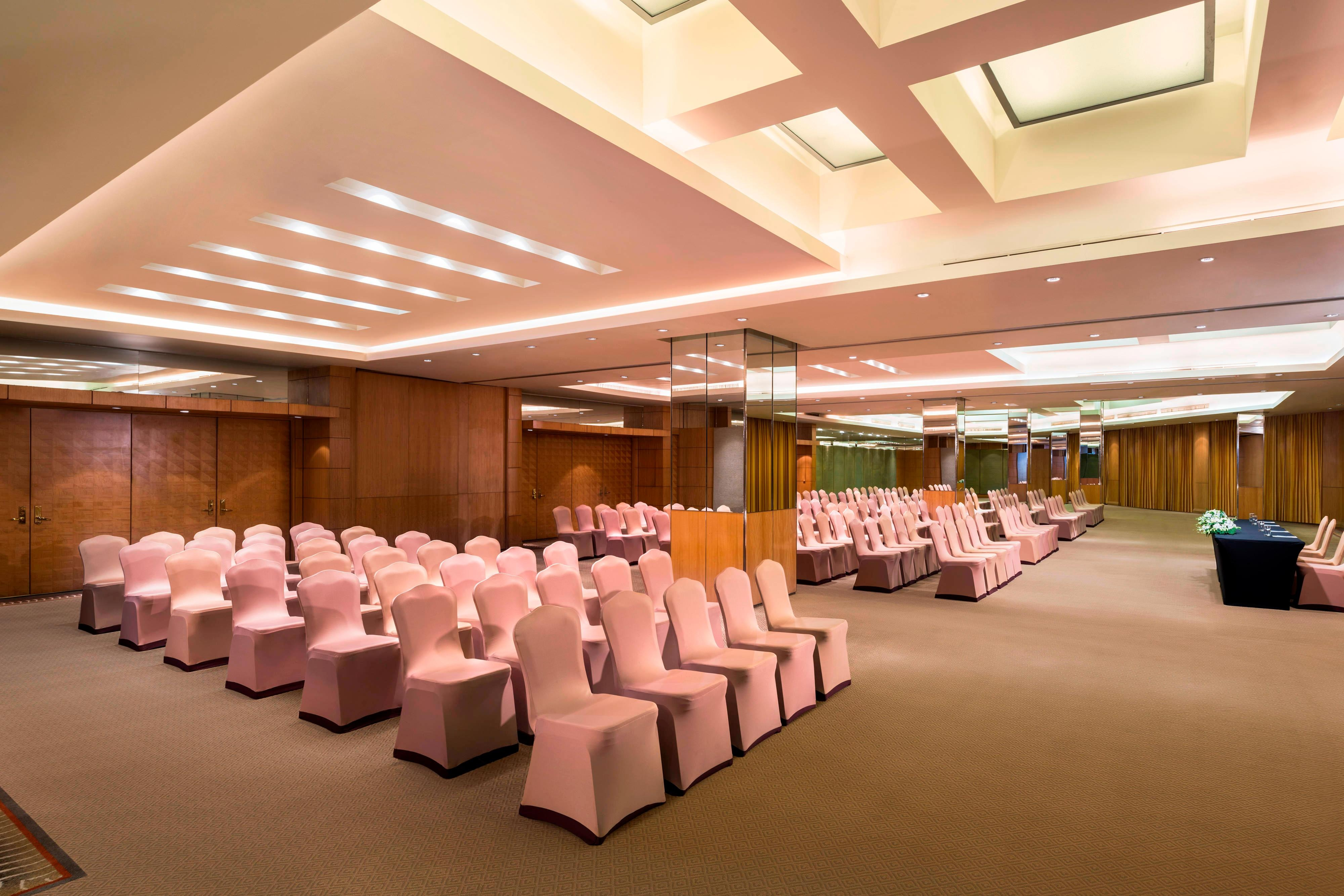Riverside Ballroom with riverView - Theater style