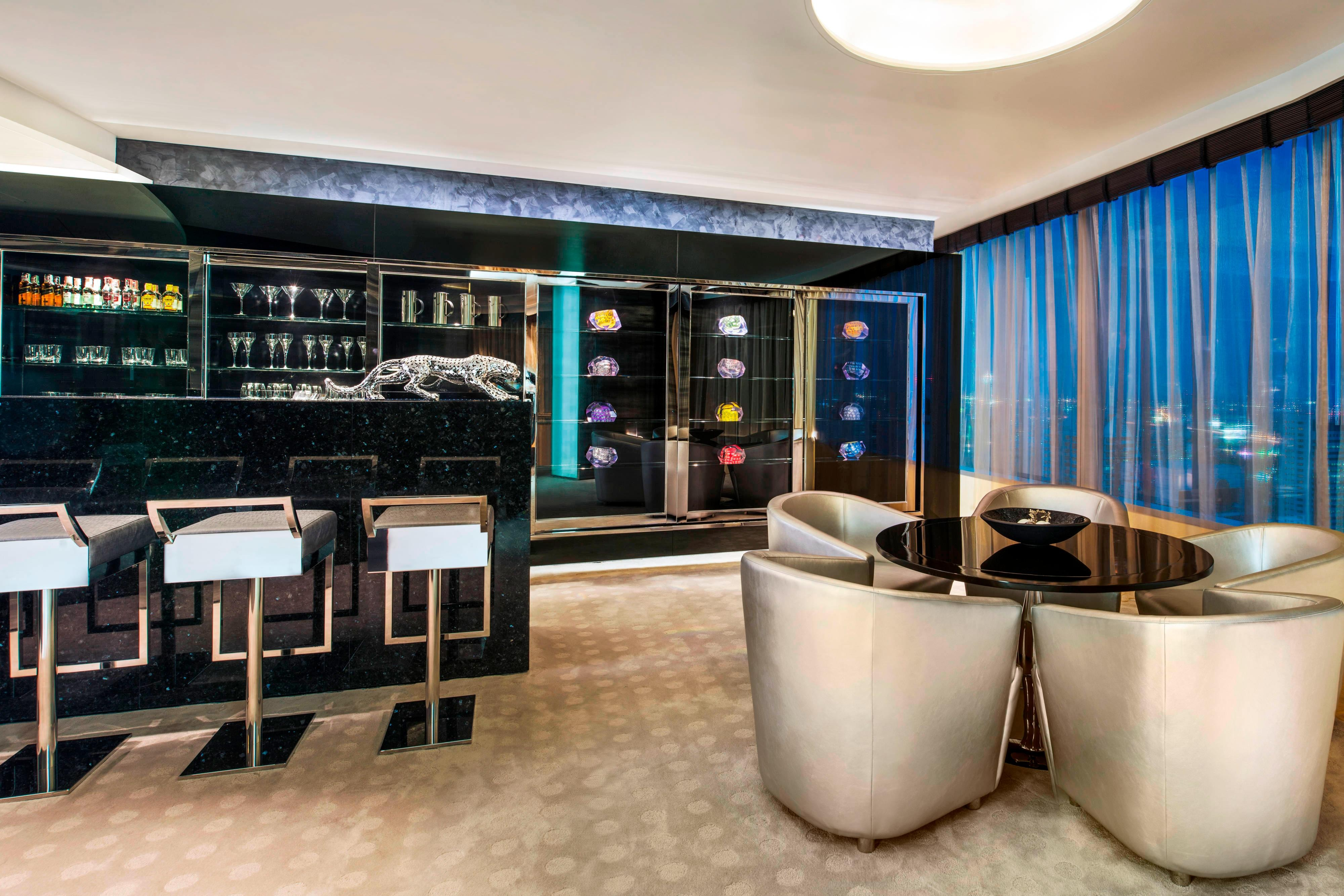 WOW Suite - Private Bar