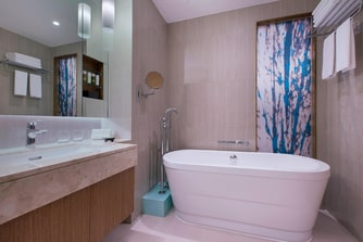 Breezy Suite - Bathroom Tub