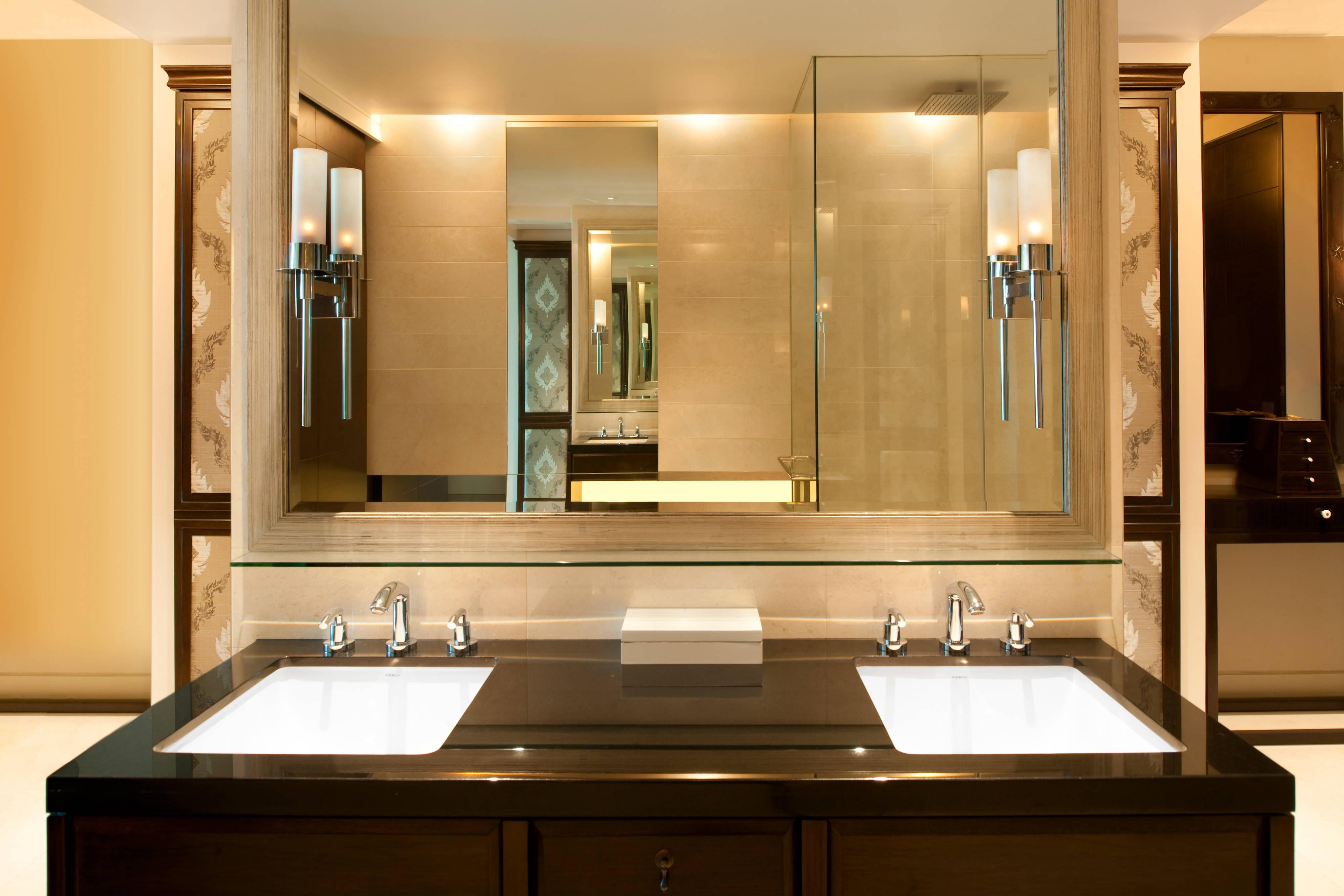 Grand Deluxe Room Vanity