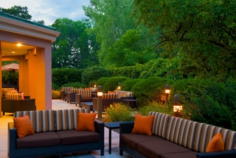 outdoor space at the Courtyard Columbus, Indiana