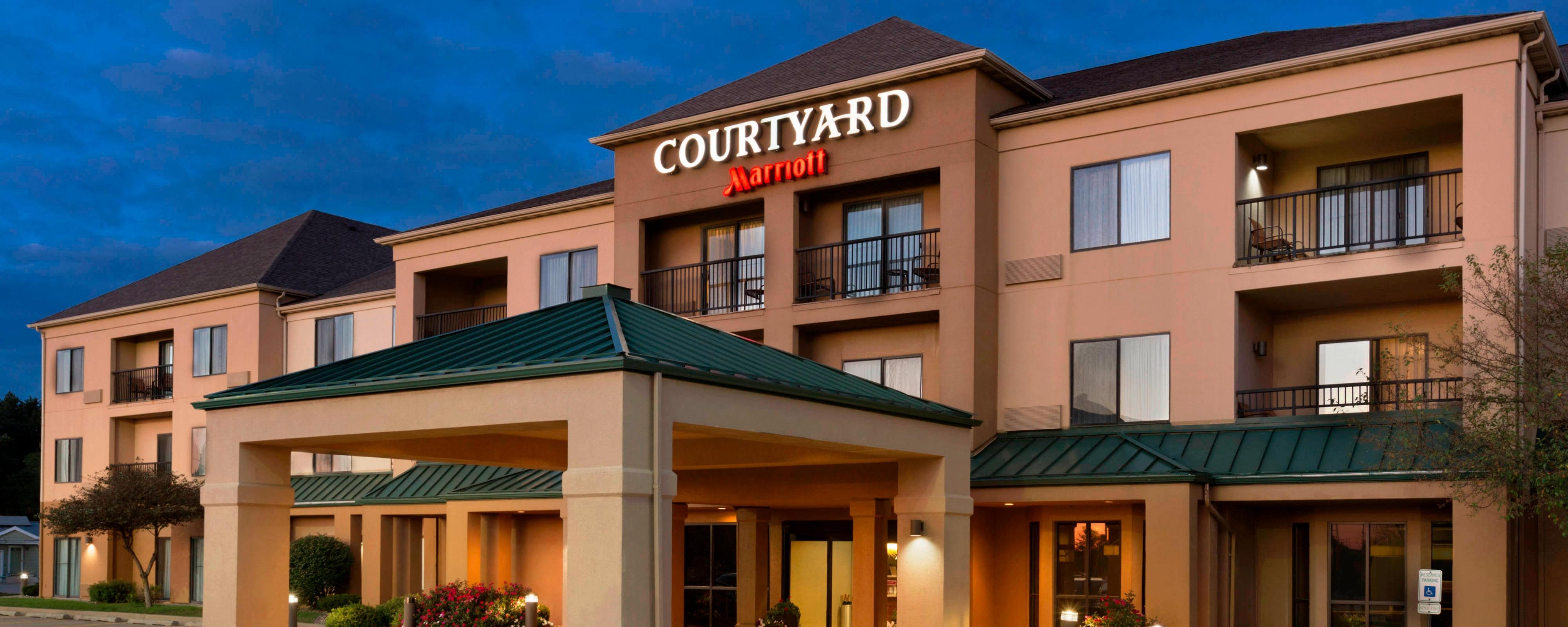 hotels in bloomington il courtyard bloomington normal. Black Bedroom Furniture Sets. Home Design Ideas