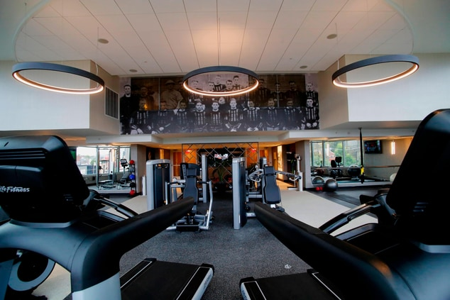 treadmills with a wall mural