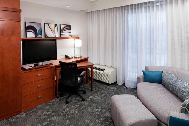 King Guest Room - Work Desk