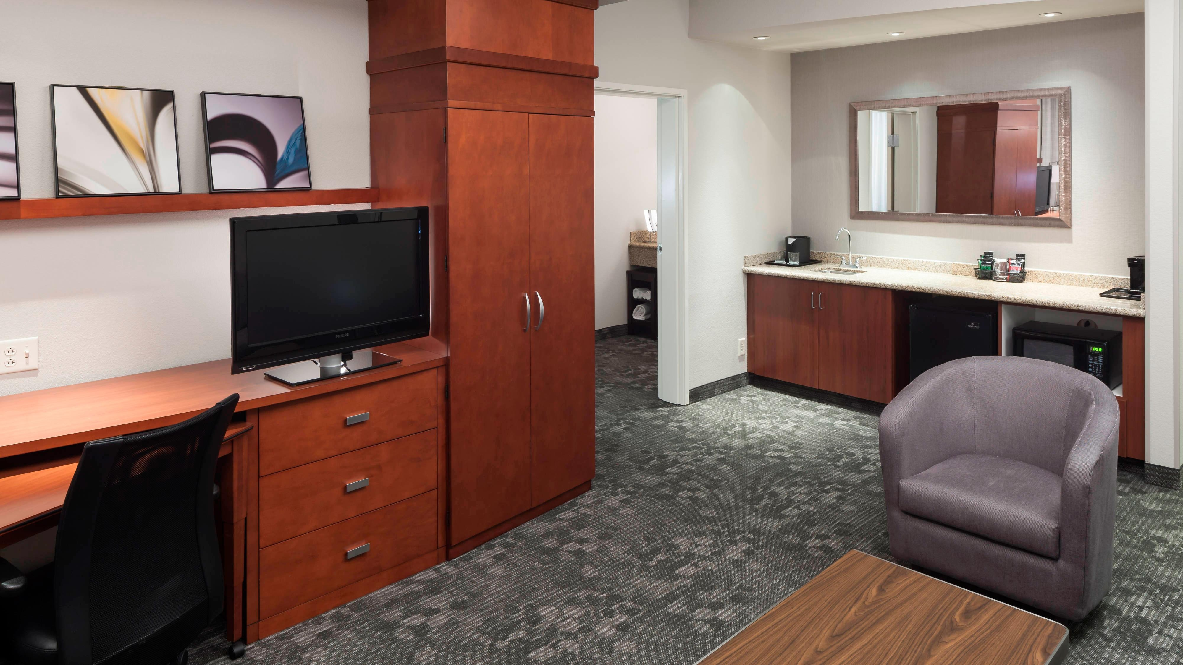 King Suite - Work Desk and Seating Area